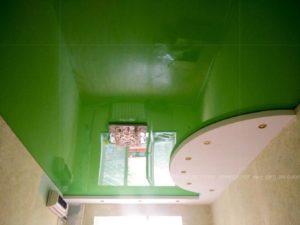 Зеленый классический цвет потолка